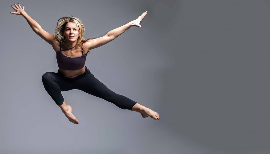 Nicky poole star jump in zen nomad asymmetrical yoga bra and yoga pants